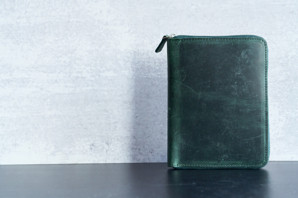 Galen Leather 5 Pen case in Crazy Horse Forest Green standing up